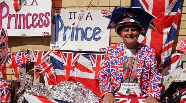 royal-baby-super-fan-is-celebrating-his-80th-birthday-outside-the-lindo-wing-136397855014103901-150430103042